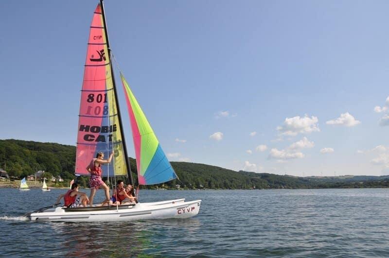 Planche à voile au Lac du Lévézou