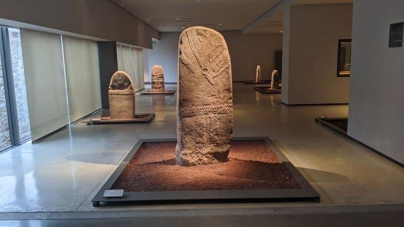 Musee Fenaille Statues menhirs Crédit photo : OT Rodez